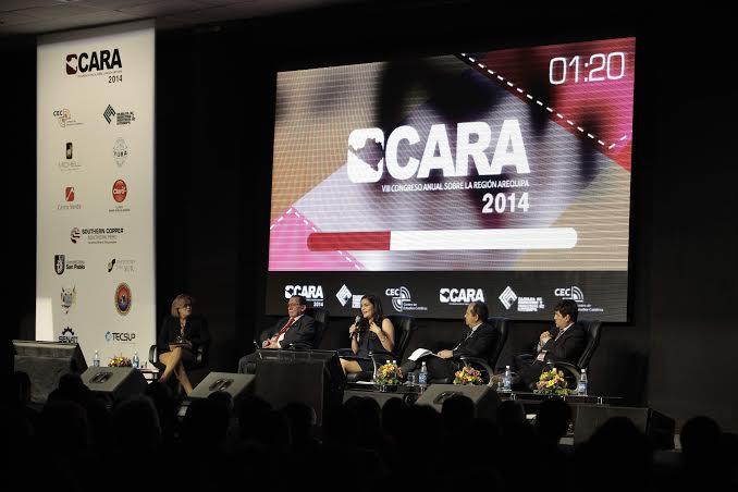 Mesa de debate final  CARA 2014, moderada por Mónica Delta.
